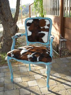 Made to Order** Western Chic Turquoise and Cowhide Victorian Chair - chic decor living room Shabby Chic Bedrooms, Shabby Chic Homes, Shabby Chic Furniture, Shabby Chic Decor, Vintage Home Decor, Rustic Furniture, Antique Furniture, Vintage Western Decor, Furniture Design