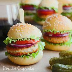 Hem pratik hem de çok lezzetli bir tavuk burger.