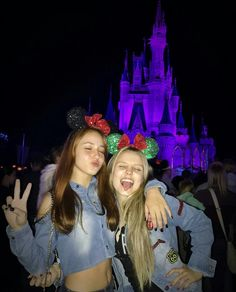 Disney ♡ shared by y a s m i n on We Heart It Cute Disney Pictures, Disney World Pictures, Vacation Pictures, Cute Photos, Best Friend Pictures, Bff Pictures, Friend Photos, Disneyland World, Disney World Trip