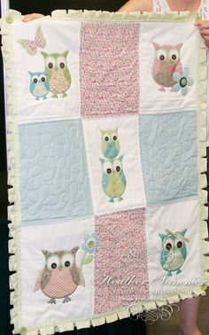 owl quilt, I have to show this to Cindy!- use as inspiration - enlarge pattern on fabric to make a big block, use pattern (birds) in quilting Owl Quilts, Girls Quilts, Applique Quilts, Owl Applique, Quilting Projects, Quilting Designs, Sewing Projects, Owl Patterns, Quilt Patterns