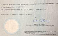 Ylioppilas 1993; Vaasan Lyseon Lukio; yleisarvosana laudatur, päästötodistuksen keskiarvo 9,5