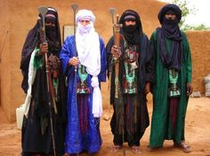 Berber Customs and Traditions Mens Traditional Wear, Traditional Dresses, Cultures Du Monde, World Cultures, Population Du Monde, Nomad Clothing, Holiday Tops, Beauty Around The World, Othello
