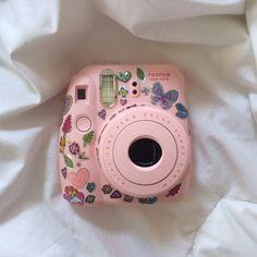 funkieh: lunah-tics: decorated my polaroid ✌ It looks adorable omg Polaroid Instax Mini, Poloroid Camera, Instax Mini 9, Fujifilm Instax Mini, Vintage Polaroid Camera, Pink Camera, Cute Camera, Camera Art, Polaroid Pictures