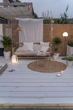 The wooden pergola is a good solution to add beauty to your garden. If you are not ready to spend thousands of dollars for building a cozy pergola then you may devise new strategies of trying out something different so that you can re Small Backyard Patio, Backyard Landscaping, Backyard Ideas, Fence Ideas, Diy Fence, Small Backyard Design, Balcony Ideas, Diy Patio, Balcony Garden