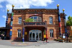 http://img.fotocommunity.com/hundertwasser-bahnhof-uelzen-6e8e2c37-1c16-41ed-8400-856144d594b2.jpg?height=1080