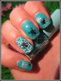 Angelina's Nails & More: Halloween - Glowing Spider