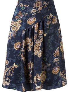 Compre Spezzato Saia evasê floral em Spezzato from the world's best independent… Modest Outfits, Skirt Outfits, Blouse And Skirt, Cute Skirts, Mode Style, Fashion Outfits, Womens Fashion, African Fashion, Beautiful Outfits