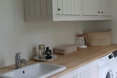Kuvahaun tulos haulle kylpyhuone vanhaan puutaloon Bath Caddy, Kitchen Cabinets, Bathroom, House, Home Decor, Pots, Washroom, Decoration Home, Home