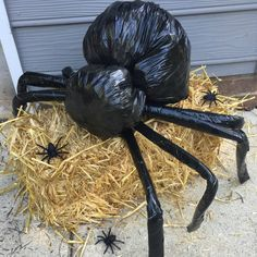 20 Cheap & Easy Homemade Halloween Decorations to Spookify Your Home - Real Time - Diet, Exercise, Fitness, Finance You for Healthy articles ideas Diy Halloween Spider, Casa Halloween, Halloween Outside, Homemade Halloween Decorations, Halloween Games, Outdoor Halloween, Halloween Party Decor, Holidays Halloween, Family Halloween