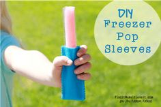 Melanie from Find It, Make It, Love It shares a super easy tutorial on DIY Freezer Pop Sleeves. No longer need your fingers freeze in the summer! Burp Cloth Tutorial, Hair Bow Tutorial, Skirt Tutorial, Diy Bow, Diy Ribbon, Herringbone Quilt Tutorials, Boutique Bow Tutorial, Leather Bag Tutorial, Ribbon Retreat