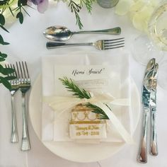 @biscuiteersltd wedding favours by @dominiquebaderphotography (instagram)