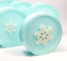 DIY Snowflake Soaps + Christmas Stocking Stuffers! Thinking ahead to the holidays? Add this beautiful snowflake melt and pour soap tutorial to your to do list! Not only is this soapmaking project easy to make, but these homemade soaps also make lovely DIY gifts for Christmas or even winter wedding favors! #soap #diy #wintercrafts #soapmaking #gift #snowflake #giftideas #weddingfavors #stockingstuffer #christmas #crafts
