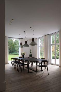 OSCAR V - Villa Brasschaat - Hoog ■ Exclusieve woon- en tuin inspiratie. Cosy Dining Room, Dining Room Table Decor, Contemporary Interior Design, Interior Modern, Interior Architecture, Dining Room Inspiration, Interior Inspiration, Living Room Designs, Living Spaces