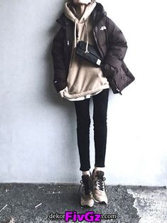 minimalist fashion in 2020 Winter Fashion Outfits, Fall Winter Outfits, Autumn Winter Fashion, Basic Outfits, Kpop Outfits, Ulzzang Fashion, Korean Fashion, Rare Fashion, Fashion Fashion