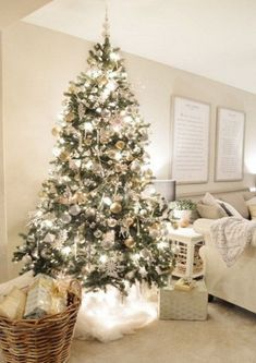 ComfyDwelling.com » Blog Archive » 52 Charming White Christmas Home Decor Ideas