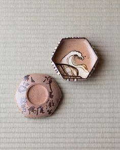 Porcelain small plates by OGATA Kenzan (1663-1743), Japan  織部写亀甲向付 尾形乾山作 江戸時代