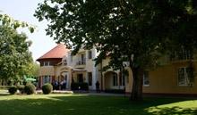 Garden Hotel Wellness and Conference ****   http://www.gardenhotel.hu