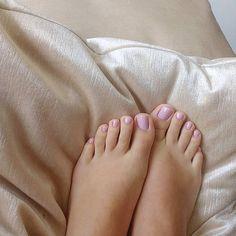 @cali_feet #footmodel #feetnation #prettyfeet #pedicure #lovefeet #nails #whitefeet #barefoot #pies #toes #prettytoes #feeteverywhere #pezinhos #perfectfeet #lovenails #prettynails #footlove #foot #feet #barefeet #pés #flipflops #instafeet #nailart...
