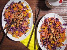 Frango picante com gergelim e salada quatro cores. | Estas receitas vão fazer você se pegar salivando mesmo sendo com frango