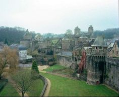 Fougères is one of the most beautiful examples of medieval castles in France still in existence. Much of the original wall exists today, which provided cover for those living in the town below who would retreat to the fortification when Fougères suffered attacks.