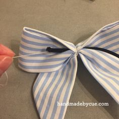 ポニーテールによく似合うリボンヘアゴムの作り方、簡単かわいい | ハンドメイドで楽しく子育て handmadeby.cue Diy Hair Bows, Diy Bow, Ribbon Hair, Ribbon Bows, Girl Hair Dos, Ribbon Flower Tutorial, Handmade Wire Jewelry, Hand Applique, Fabric Bows