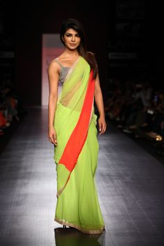 Priyanka Chopra sizzling in saree