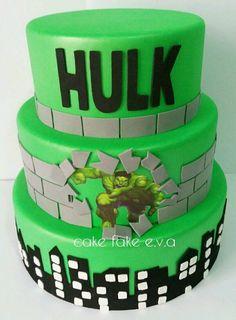 Hulk: Birthday Party Theme and Decoration – Marvel Comics Hulk Birthday Cakes, Hulk Birthday Parties, 5th Birthday Cake, Cake 5 Year Old Boy, Hulk Cakes, Dummy Cake, Hulk Party, Cake Decorating Videos, Superhero Cake