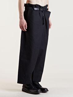 Pantaloni ampi, cinta