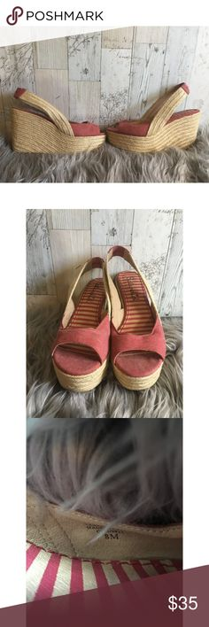 Splendid Peep Toe Slingback Espadrille Wedge Splendid Peep Toe Slingback Espadrille Wedge Size 8M All my items come from a smoking household Splendid Shoes Espadrilles