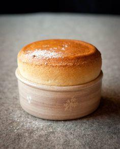 Myrtilles, biscuit soufflé du chef Emmanuel Renaut pour 4 personnes - Recettes Elle à Table