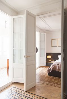 The Honest to Goodness Truth on Wood Door Design - Pecansthomedecor Lisbon Apartment, Barcelona Apartment, Apartment Interior, Interior Design Colleges, Home Interior Design, Interior Architecture, French Closet Doors, French Doors, Door Design