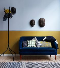 Blue sofa + patterned rug + pillow combo