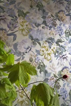 Delft Flower Pewter wallpaper