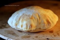Extra vláčný uvnitř a na povrchu křupavý kváskový pita chleba připraví i naprostí začátečníci velmi snadno! Díky kvásku je jako čerstvý i druhý den!