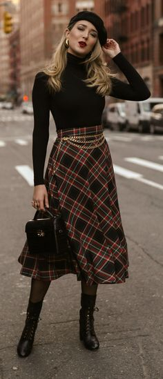 A skirt with a turtleneck is a perfect business casual look. Looks Chic, Looks Style, My Style, Holiday Fashion, Autumn Fashion, Holiday Style, Rebecca Taylor, Fall Outfits, Fashion Outfits