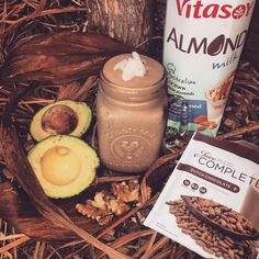 • DUTCH CHOCOLATE SWIRL • Delicious & Nutritious.  1/2 avocado 10 x walnuts 3 x pitted fresh large dates  Handful organic coconut flakes 2 tsp chia seeds 1 x Dutch Chocolate Complete Powder 8 x ice cubes 3/4 to 1 cup almond milk  Blend & serve! Creamy delicious goodness!