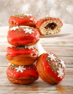 Toothsome Doughnuts online for any occasions, Netflorist offers a range of delicious doughnuts today. Christmas Flowers, Christmas Gifts, Fruit Mince Pies, Cakes And More, Doughnuts, Caprese Salad, Bakery, Treats, Vegetables