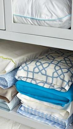 1000 ideas about pillow storage on pinterest tiny house nation table behind couch and. Black Bedroom Furniture Sets. Home Design Ideas