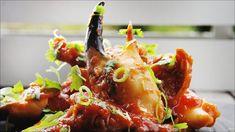 Krabbeklør i chilisaus - Oppskrift - Godt. Ketchup, Wok, Chili, Stuffed Peppers, Vegetables, Cilantro, Chili Powder, Chilis, Stuffed Pepper