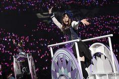 鈴木愛奈 (小原鞠莉 役) CNET Japanの編集記者が気になる話題のトピックなどを、独自の視点で紹介していく連載「編集記者のアンテナ」。今回は主にエンターテインメント領域を取材している佐藤が担当。今回は人気アニメ「ラブライブ!サンシャイン!!」のキャスト陣による初のワンマンライブ「ラブライブ!サンシャイン!! Aqours First LoveLive! ~Step! ZERO to ONE~」の模様をお届けする。  pined by nyetq