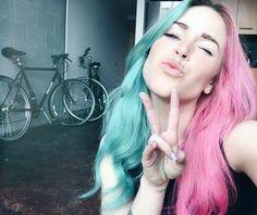 Sí, los colores pastel también entran en este estilo. | 15 Chicas que te inspirarán a pintarte el pelo de dos tonos