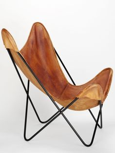 """antonio bonet, jorge ferrari-hardoy, juan kurchan, """"butterfly"""" ●● I had two identical to this several years back and ended up giving them away because I had no idea what they were. Vintage Chairs, Vintage Furniture, Cool Furniture, Furniture Design, Deco Furniture, Gray Dining Chairs, Copper Chairs, Blue Chairs, Accent Chairs"""