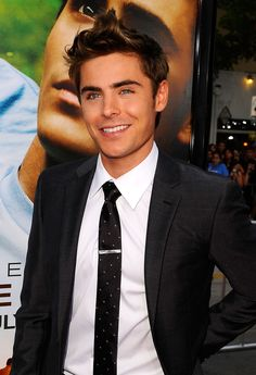 Zac Efron Has Vanessa's Sweet Support at St. Cloud Premiere