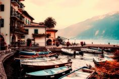 A Northern Italy itinerary that includes four lakes, five towns and spreads across two countries: Italy and Switzerland. Find out how to plan your Northern Italy trip. Italy Vacation, Vacation Trips, Italy Trip, Week End En Europe, Great Places, Beautiful Places, Lake Garda Italy, Che Guevara, Destinations