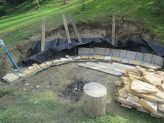 Adding a fire pit creates a stunning atmosphere in a setting. Here's a succesful project wherein a beautiful firepit was built right into a hillside. Garden Fire Pit, Diy Fire Pit, Fire Pit Backyard, Backyard Patio, Garden Paths, Garden Art, Landscaping On A Hill, Fire Pit Landscaping, Landscaping Ideas