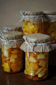 Składniki:   - 3 średniej wielkości żółte cukinie   - 2 nieduże cebule   - około 1kg młodej marchewki    Zalewa:   -3 szkl wody   - 1 ...