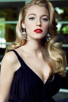 Blake Lively, old Hollywood glamour. for bridesmaid hair? good date night look for some time :) Twisted Hair, Color Rubio, Red Lip Makeup, Retro Hairstyles, Old Hollywood Hairstyles, Classic Hairstyles, Unique Hairstyles, Wavy Hairstyles, Scrunched Hairstyles
