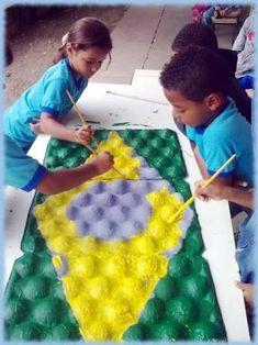 Resultado de imagem para atividades de artesanato com papel dia da independência Collaborative Mural, Messy Play, Holiday Activities, Recycled Art, My Children, Art Day, Art Lessons, Kids Playing, Cool Kids