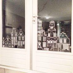 Huisjes op het raam getekend met krijtbordstift #diy #sinterklaas