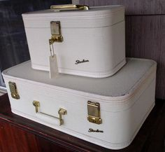 "Vintage Retro Train Case Carry on Make Up Luggage Travel Starline White 2 Piece 20"" 11/12 .50 + .15"